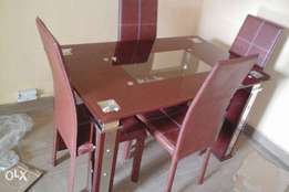 Complete set of dining table by 4 with 4 p of dining chairs original