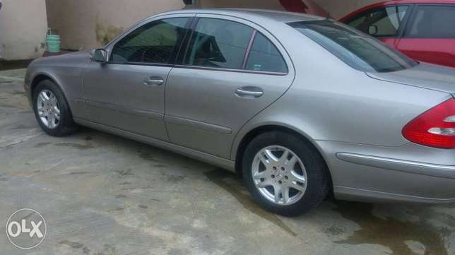 Super clean Nigerian used Mercedes Benz E320 4matic for sale Alimosho - image 5