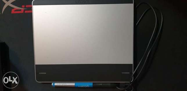 Wacom Intuos Pen Tablet Included pen and box accessories