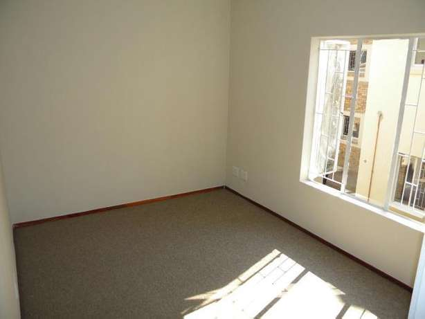 2 Bedroom Apartment / Flat to Rent in Northwold North Riding - image 3