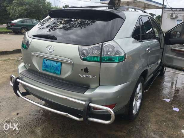 Swt and well maintained Lexus 330 suv Amadi - image 2