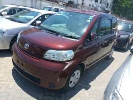 Toyota Porte maroon at 800k kcl