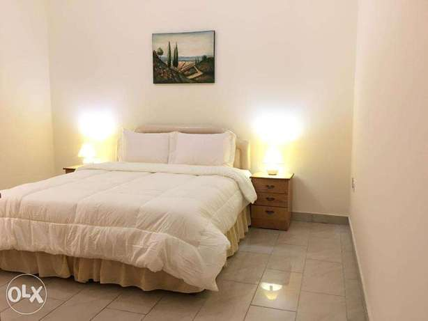 2 Bedrooms Fully Furnished Beach Side Apartment المنقف -  2