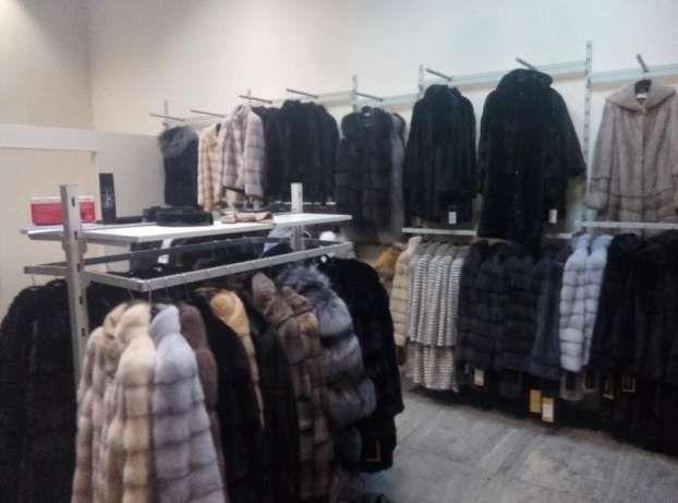 Торгове обладнання (торгові меблі) для магазину одягу взуття або сумок 45dbda360ae92