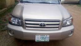 Clean Nigerian used 2006 toyota highlander negotiable