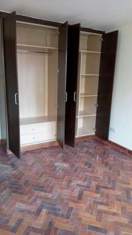 Lovely, Spacious and Executive 3 Bedroom Master Ensuite To Let Parklands - image 4