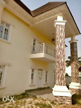 A luxurious 5 bedroom duplex and bungalow for sale. Gwarinpa Estate - image 3