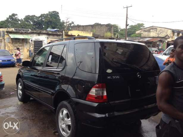 Tokunbo Mercedes Benz ML350 leather interior with 3 row sit Apapa - image 3