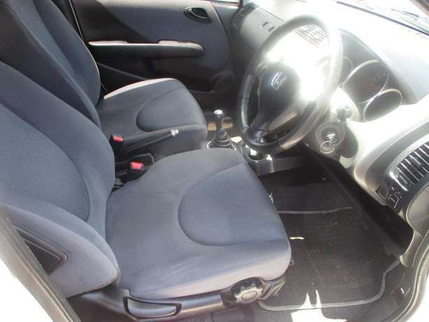 2007 Honda jazz 1.5, 5-Doors, Factory A/c, C/d Player, Central lock. Johannesburg CBD - image 5