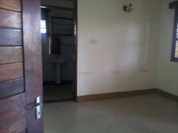 4 bedrooms bungalow for rent Bukoto Kampala - image 5