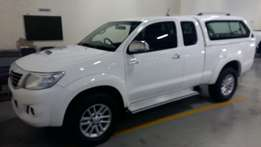 Clean toyota hilux 3.0D4D 4x2 extra cab very low millage call me