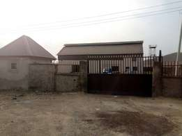 A warehouse with offices measuring 400sqm at Gwagwalada