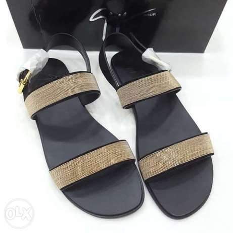 Italy slippers designs have on tunds store Lagos - image 2
