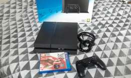 PS4 500GB, controller and game