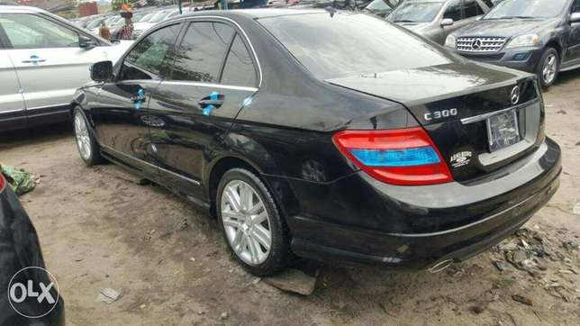 Foreign used 2009 Mercedes Benz C300. Direct tokunbo Apapa - image 6