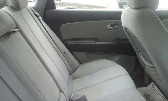 Neat 2010 Toks Hyundai Elantra Up For Grabs!! Lagos Mainland - image 5