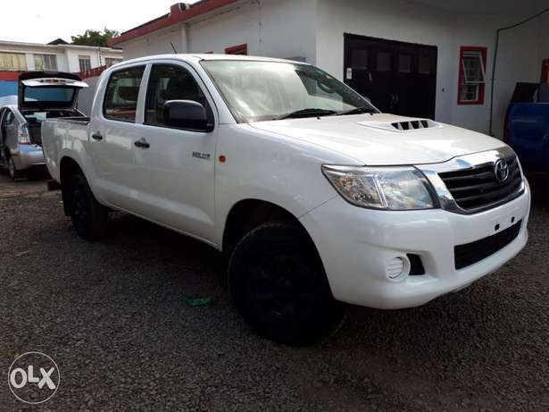 Toyota Hilux Double Cab, Year 2011, white, Engine 2500cc Diesel, Manua Hurlingham - image 1