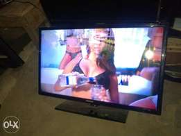 "32"" Samsung Smart Ultra slim LED TV"