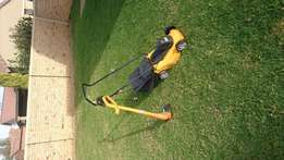 Lawnmower/trimmer combo