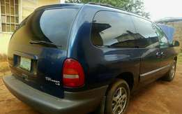 clean registered grand voyager bus 2002