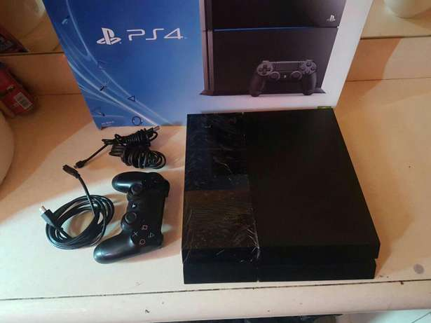 Sony playstation 4 500 gb console as new includes necessary cables and Mayfair - image 4