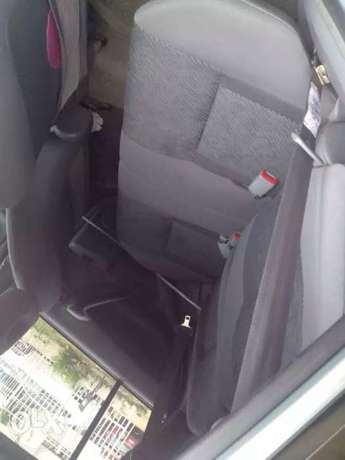 clean used Toyota RAV4 for sale Ikeja - image 7