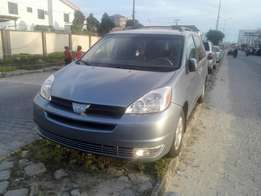 Toks Toyota Sienna 4 sale in lekki for 2.6m Negotiable