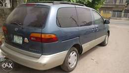 Neatly used Toyota Sienna 2000model
