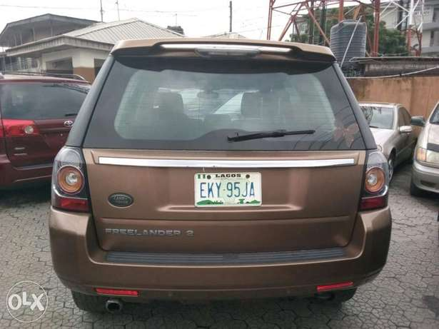 ADORABLE MOTORS: A Few months used 2015 Land Rover Freelander 2 Lagos Mainland - image 2