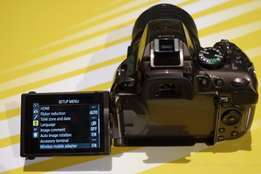 New Nikon D5200 - R6000 GREAT CONDITION