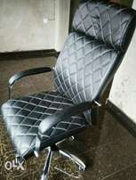Luxurious executive office chair