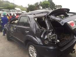 toyota fortuner code 4 stripping for spares