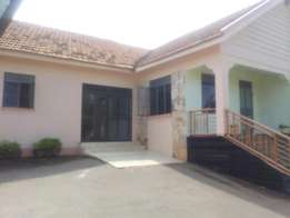 3 bed rooms house for rent ministers village