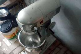 Clean cake mixer 20L Just like new one also good for bread too