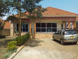 4bedroom executive house for rent in nalya at 4.1m