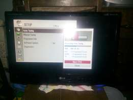 22 inch Lg monitor tv with 25 digital stations