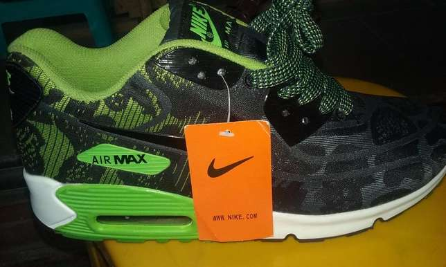Nike Air Max Sneakers (Green & Black Design) Lagos Mainland - image 1