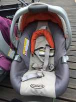 2 Graco car seats with bases