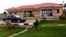 New modern two bedroom house for rent in Kira at 400k