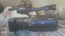 sony digital hd video camera recorder with 2 bateries and a charger