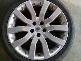Range Rover/ Land Rover Rim and Tyre