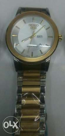 Seiko 5 gents watches in gold and silver bracelet,at 4500ksh. Nairobi CBD - image 3