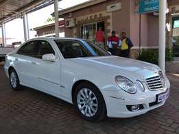 2009 Mercedes-Benz E220 CDI Automatic R189 900