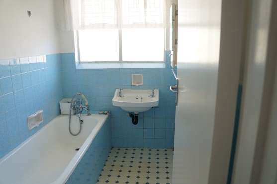 Large 2 Bedroom Apartment Kenilworth - image 7