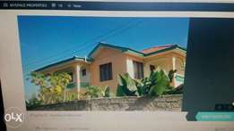 5 Bed Massionette with a spacious compound for sale near Bambur Naivas