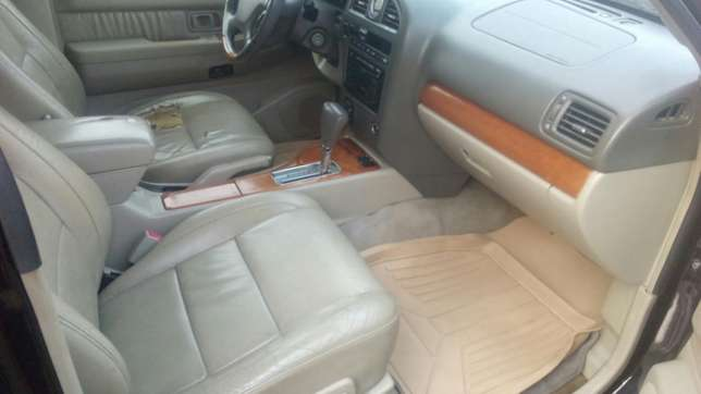 Check this Nissan infinity QX4 out a/c auto drive leather seat alloy Ikeja - image 5