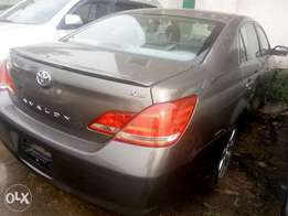 2005 Toyota Avalon XLS Gray in good condition