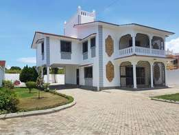 ID ( 6023) Executive modern spacious 4 Bedroom HOUSE in Nyali