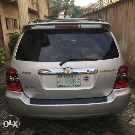 Few months used Toyota Highlander 3seater for grabs Amuwo Odofin - image 7