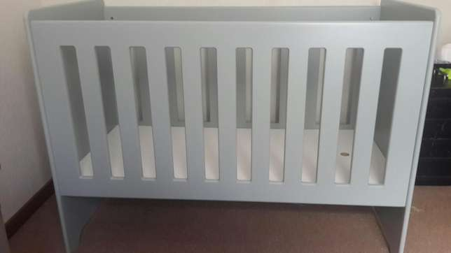 Grey wooden cot Annlin - image 1